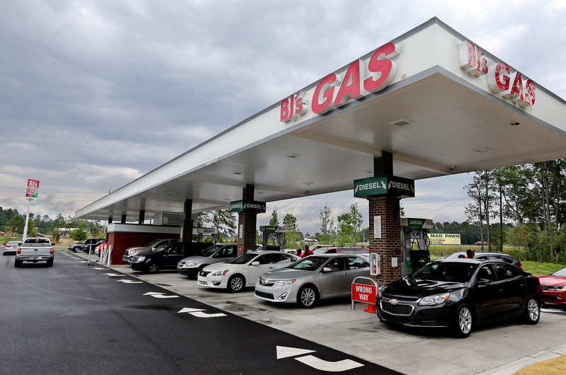 BJ's Wholesale Club celebrates the grand opening of its newest BJ's Gas location in Summerville, S.C. on May 13, 2017.