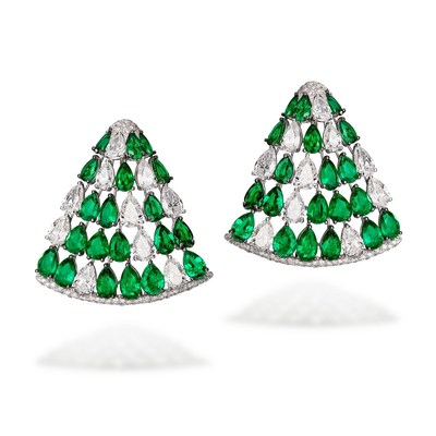 de GRISOGONO High Jewellery Earrings set with white diamonds and emeralds (1068401-001) (PRNewsfoto/de GRISOGONO)