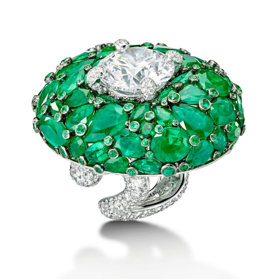 de GRISOGONO High Jewellery ring set with white diamonds and emeralds (50753_01) (PRNewsfoto/de GRISOGONO)