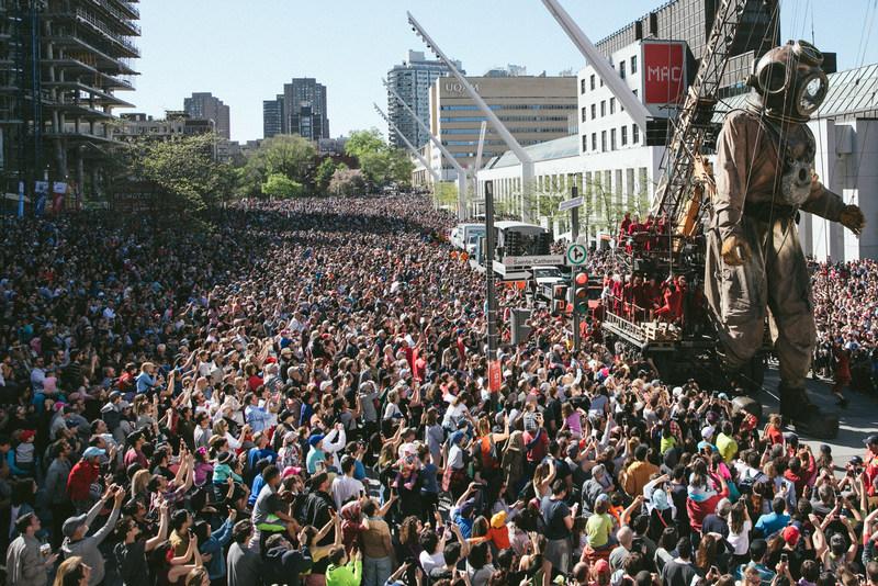 The Giants -May 20th  Place des festivals in Montréal @Éric Lamothe (CNW Group/Société des célébrations du 375e anniversaire de Montréal)
