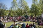 La Grande Tournée, mise en piste par le Cirque Éloize. crédit photo: Mathieu Leblanc. (Groupe CNW/Société des célébrations du 375e anniversaire de Montréal)