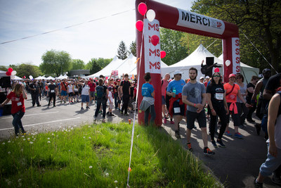 Les participants lors du grand départ de la Marche de l'espoir de Montréal, le dimanche 28 mai dernier. (Groupe CNW/Société canadienne de la sclérose en plaques)