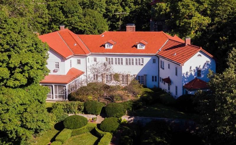 The Gillett Mansion at Old Gillett Farm