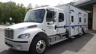 Les deux véhicules, de type cube, offrent respectivement 16 et 27 places. L'un est destiné à l'Établissement de détention de Roberval et l'autre à l'Établissement de détention de Québec (Groupe CNW/Ministère de la Sécurité publique)
