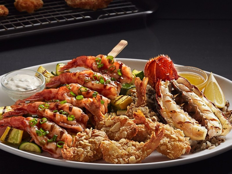 During Lobster & Shrimp Summerfest, guests can enjoy summer-inspired dishes like the NEW! Coastal Lobster and Shrimp – featuring Cape Cod® kettle chip-crusted shrimp with green onion dip, grilled wild-caught red shrimp with sweet-and-smoky BBQ sauce, and a grilled lobster tail.