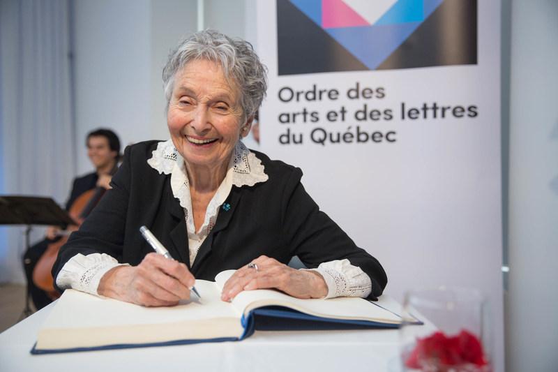 Kim Yaroshevskaya, récipiendaire de l'Ordre des arts et des lettres du Québec, lors de la cérémonie de remise organisée par le Conseil des arts et des lettres du Québec le 29 mai 2017. Crédit photo : Alexandre Claude. (Groupe CNW/Conseil des arts et des lettres du Québec)