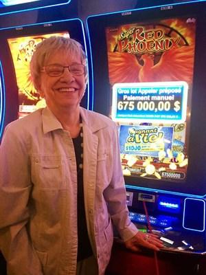 La gagnante, Mme Thérèse Quintal (Groupe CNW/Loto-Québec)