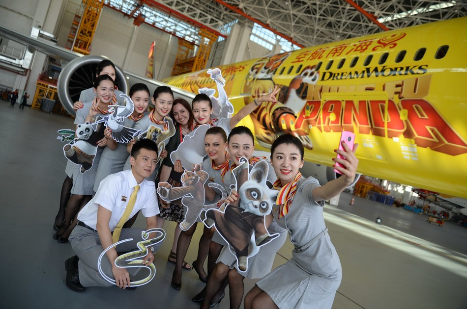 A group photo of Hainan Airlines' flight attendants with Hannah Foss