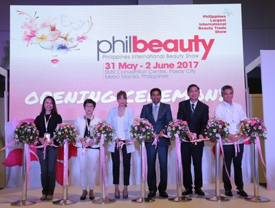 Mrs Nelo Charade G.Puno, Rph (centre) officiated the opening ceremony of philbeauty 2017- Philippines International Beauty Trade Show. From the left, Ms Shen Hui Zhen, Mrs Ketmanee, Mrs Nelo Charade G.Puno, Rph, Mr M Gandhi, Mr Silliman S.SY and Mr Anthony B.Rivera.