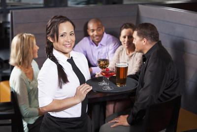 Bière Canada, Restaurants Canada, Spirits Canada et l'Association des vignerons du Canada ont lancé bouchonslataxe.ca afin de mobiliser les Canadiens et de les sensibiliser au mécanisme d'augmentation automatique de la taxe sur la bière, le vin et les spiritueux enfoui dans le budget de 2017. (Groupe CNW/Bière Canada)