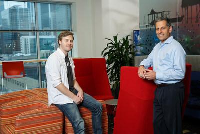 Andrew Preston (assis), cofondateur de Publons, et Jay Nadler, chef de la direction de Clarivate Analytics, échangent des menus propos au siège social de Clarivate à Philadelphie. (PRNewsfoto/Clarivate Analytics)