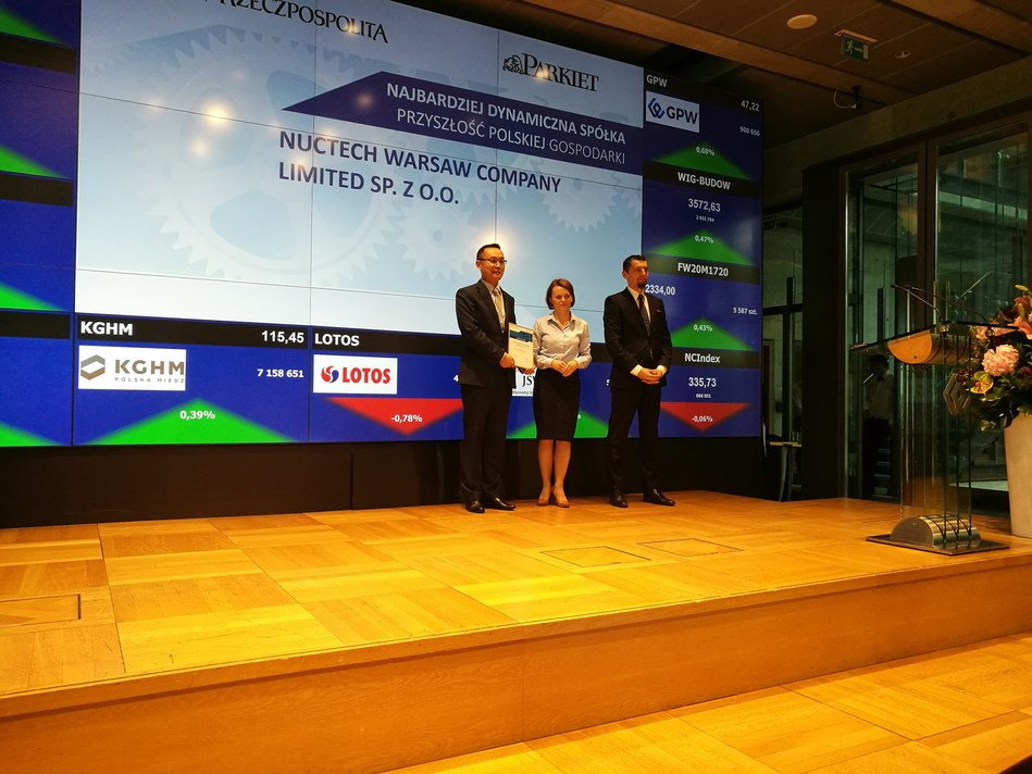 Bian Xiaohao the General Manager of Nuctech Warsaw accepting the award