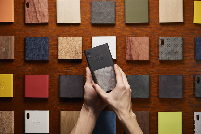 TWOTONE covers allow you to customize your NEO with different colors and materials.