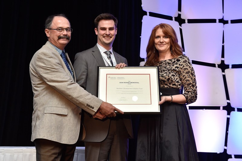 Evan Saugstad, Joel McKay and Kim Blanchette, APR, FCPRS (from left to right). (CNW Group/Canadian Public Relations Society)
