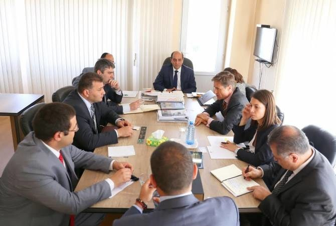 Arton Capital experts meeting with government officials in Armenia. (CNW Group/Arton Capital)