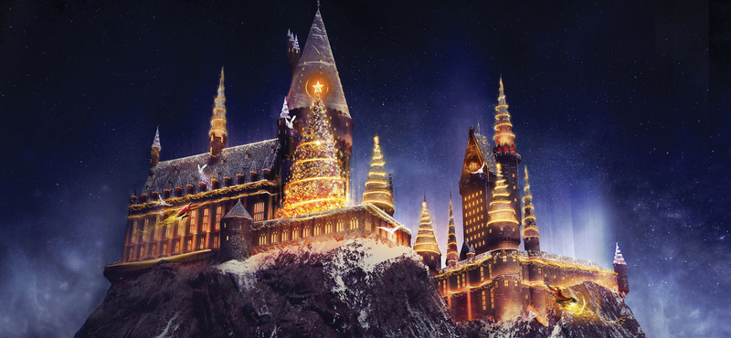 """""""Christmas in The Wizarding World of Harry Potter"""" Comes to Universal Studios Hollywood Bringing a Dazzling Light Projection Spectacular to Hogwarts Castle and Festive Holiday Décor to the Immersive Land."""