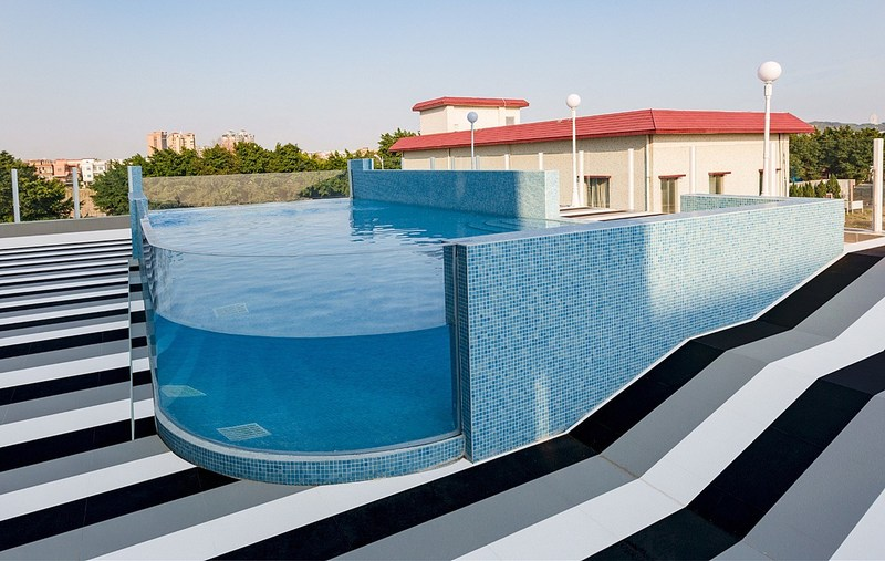 The picture shows PHNIX adopting its own pool heat pump on its roof swimming pool.