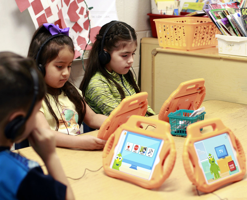 Students at Georgia's Gwinnett County Public Schools play with a new cognitive vocabulary learning app from IBM and Sesame Workshop. (Credit: Gwinnett County Public School System)