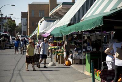 Chaque année, le marché Jean-Talon accueille quelque 2,5 millions de visiteurs. (Groupe CNW/Ville de Montréal - Arrondissement de Rosemont - La Petite-Patrie)