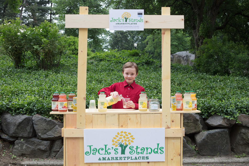 This summer, celebrity kid-entrepreneur Jack Bonneau is partnering with Santa Cruz Organic®, maker of organic products ranging from lemonades and fruit juices to peanut butters and fruit spreads, to put a twist on a favorite summer past-time: lemonade stands.