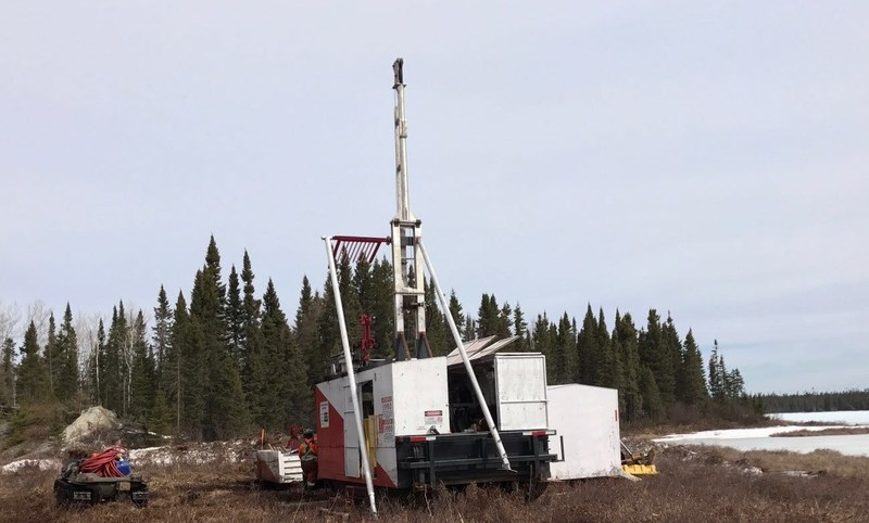 Drill rig setting up on the Georgia Lake lithium property. (CNW Group/Rock Tech Lithium Inc.)