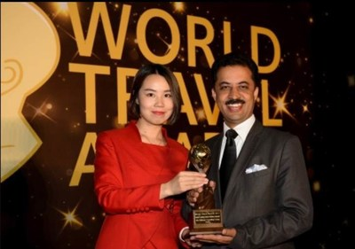 Rajnish Sabharwal, Chief Operating Officer, TUTC receiving Asia's Leading Luxury Company Award at the the 24th World Travel Awards in China. (PRNewsfoto/The Ultimate Travelling Camp)