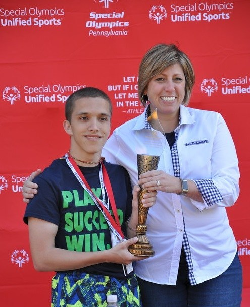 On Saturday, June 3, Sheetz Vice President of Human Resources Stephanie Doliveira presented the 2017 Sheetz Family Award of Excellence to 21-year-old Sebastian Joynes, a participant in Pennsylvania's Special Olympics' Summer Games.  The award is presented each year to an athlete who has demonstrated distinguished sportsmanship and perseverance throughout the Games.