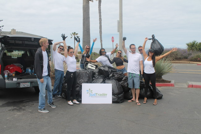 Volunteers at the BudTrader Beach Clean Up