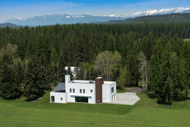 Music and architecture fans take note: E Street Band bassist Garry Tallent will sell his custom-built Montana getaway in July. The sleek 3,500 square foot four-bedroom/five-bath modernist estate will sell at a no-reserve auction, regardless of price, July 18, 2017 by Heritage Auctions.