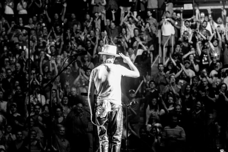 Gord Downie salutes fans in The Tragically Hip's hometown of Kingston, ON,  at the final show of the band's Man Machine Poem Tour. (CNW Group/CTV)