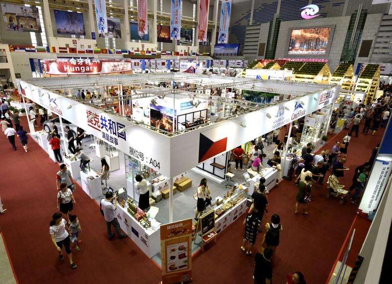 Escena de la Exposición del año pasado (PRNewsfoto/CEEC Organization Committee Off)