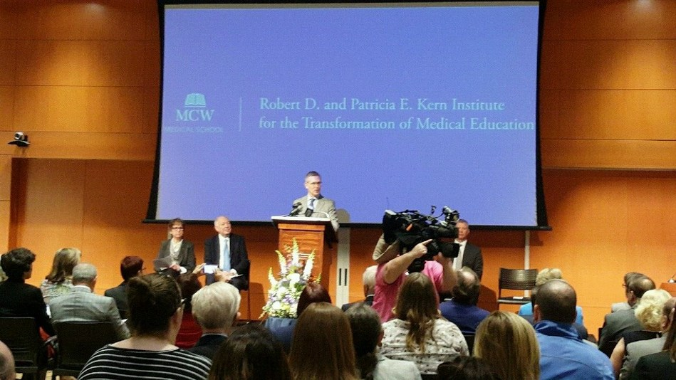 The formation of the Robert D. and Patricia E. Kern Institute for the Transformation of Medical Education (Kern Institute) was announced by John R. Raymond, Sr., MD, president and CEO of the Medical College of Wisconsin (MCW).