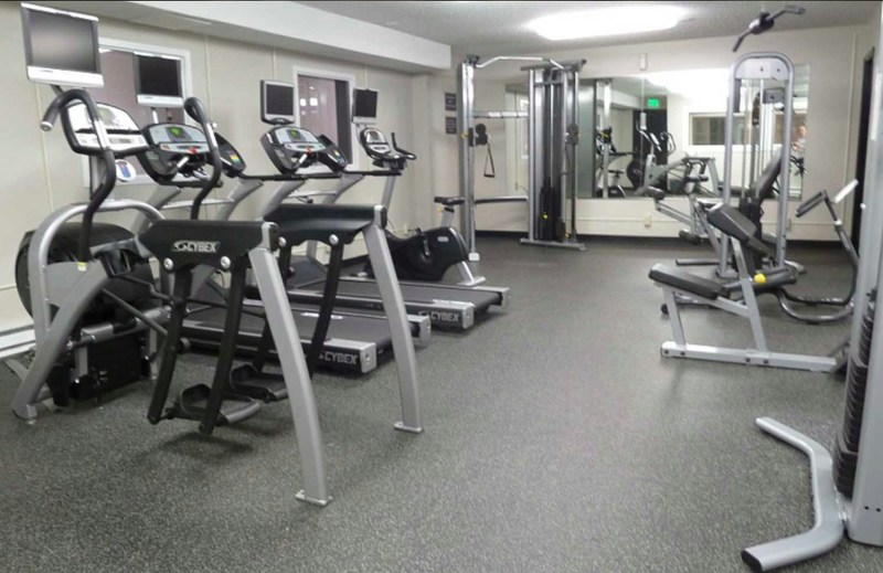 180 Flats offers a 24-hour fitness center.