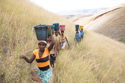 Women carrying water climb up a hill on their way home to the village of Miarinarivo, Madagascar. In Madagascar, 65% of the rural population live without access to clean water, while this southern African nation ranks in the top 12% of countries most vulnerable to climate change and top 13% of countries least ready to adapt, according to the Notre Dame Global Adaptation Index. Credit: WaterAid/ Ernest Randriarimalala (CNW Group/WaterAid Canada)