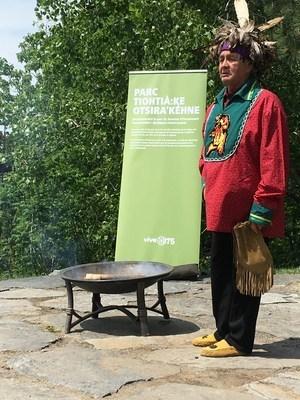 La nouvelle nomination du parc du sommet d'Outremont Tiohtià:ke Otsira'kéhne, a été choisie par les 3 conseils mohawks de la région de Montréal. (Groupe CNW/Ville de Montréal - Cabinet du maire et du comité exécutif)