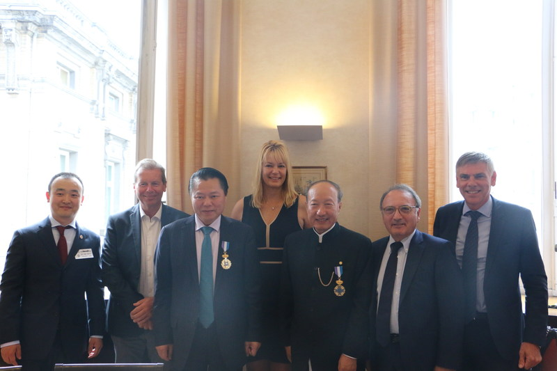 Chen Feng was honored as Chevalier des Arts Orientaux