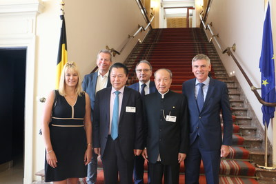 Chen Feng was invited to visit Senate and House of Representatives.