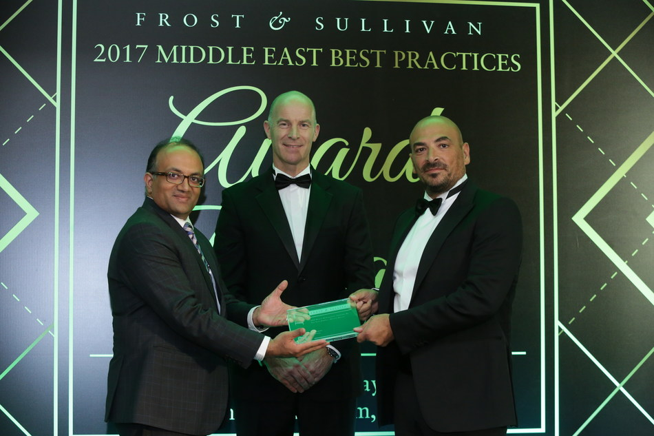Mr. Malek Sukkar, Chief Executive Officer, Averda receiving the '2017 UAE Waste Management Company of the Year Award - Private Entity' award from Mr. Frank Wouters, Director, EU GCC Clean Energy Network, in the presence of Mr. Abhay Bhargava, Business Head - MENASA, Energy & Environment Practice, Frost & Sullivan (PRNewsfoto/Frost & Sullivan)