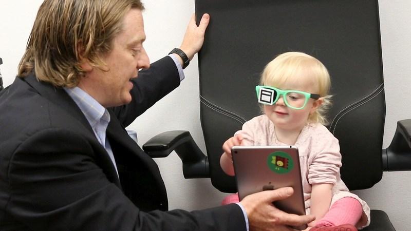 Dr Luke Anderson demonstrates the new eye health-check app (PRNewsfoto/University of South Wales)