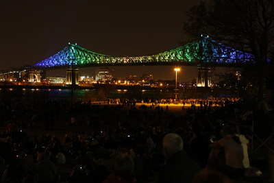 Inaugural Jacques Cartier Bridge illumination show - Society for the Celebrations of Montréal's 375th Anniversary (CNW Group/Société des célébrations du 375e anniversaire de Montréal)
