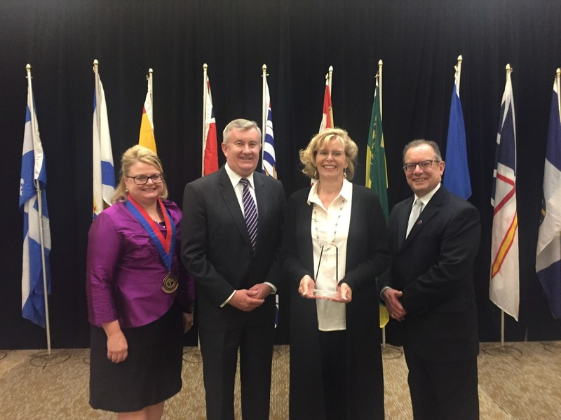 Susan Owen, Board Chair, Canadian College of Health Leaders, Stephen Thompson, general manager Baxter Canada, Fiona Karmali, Nursing Leadership Award Recipient, Ray Racette, President & CEO, Canadian College of Health Leaders. (CNW Group/Baxter Corporation)