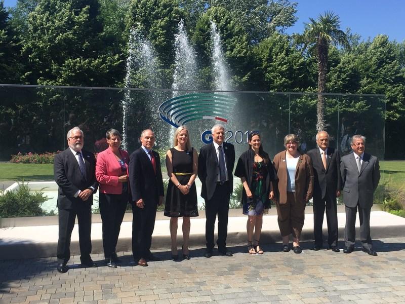 La ministre de l'Environnement et du Changement climatique, Catherine McKenna, et les ministres de l'Environnement du G7 à Bologne, en Italie, pour la réunion des ministres de l'Environnement du G7. (Groupe CNW/Environnement et Changement climatique Canada)