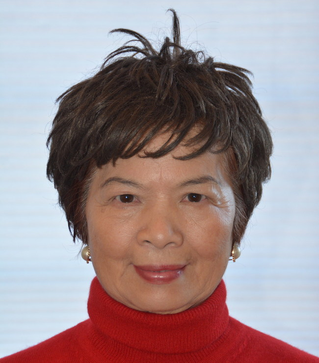 Figure 1: A 75-year-old female ( Dr. Win L. Chiou's wife, Linda Chiou) with a radiant, tight, firm facial skin and without any wrinkles and age spots. She had more than 50 age spots on her lower hind legs and she rarely used sunscreens.