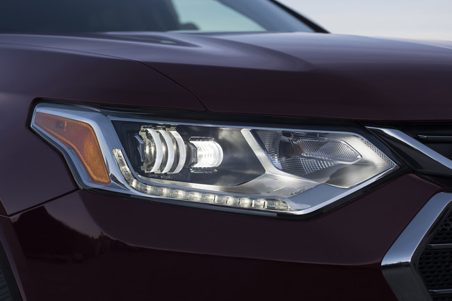 The 2018 Chevrolet Traverse is the first vehicle to feature Magna's D-Optic LED headlamps. (CNW Group/Magna International Inc.)