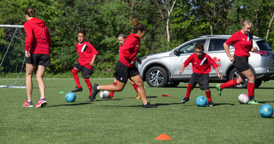 Young athletes run drills with Women's National Team members and Olympic bronze medalists Stephanie Labbé and Desiree Scott ahead of the announcement that Toyota Canada will be the Official Mobility Sponsor and Official Vehicle of Canada Soccer. (CNW Group/Toyota Canada Inc.)