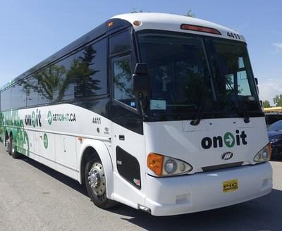 New On-It Canada 150 Calgary/Banff regional bus (CNW Group/Calgary Regional Partnership)