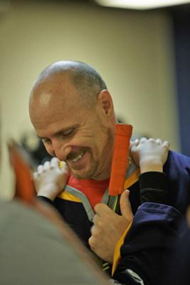 Troy Hunt et sa famille de Clarenville, à Terre-Neuve, sont les vedettes de la nouvelle vidéo de WestJet pour la fête des Pères. (Groupe CNW/WestJet)