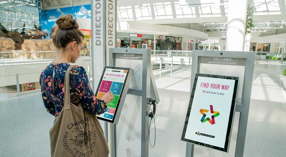 Shopper at Mall of America using digital directory