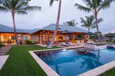 夏威夷奢華房產一流專家、頂級房地產經紀公司Luxury Big Island的總裁Harold Clarke很榮幸能夠宣佈提供一個擁有高級Kukio社區一片樂土的獨家機會:那就是一套全新、設施齊全的定制住宅,掛牌價1350萬美元。