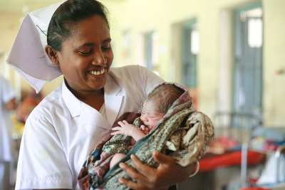 Midwife, Bimola holds 1-day-old baby of mother, Hera, 20, at Dacope Upazila Health Complex, Chalna, Dacope, Khulna, Bangladesh. WaterAid/ Al Shahriar Rupam (CNW Group/WaterAid Canada)